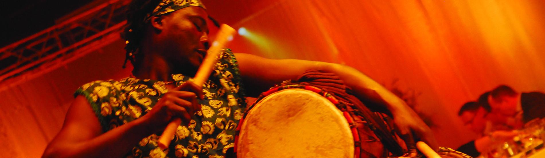 Afrikaanse percussiegroep mam bambe HEADER 1